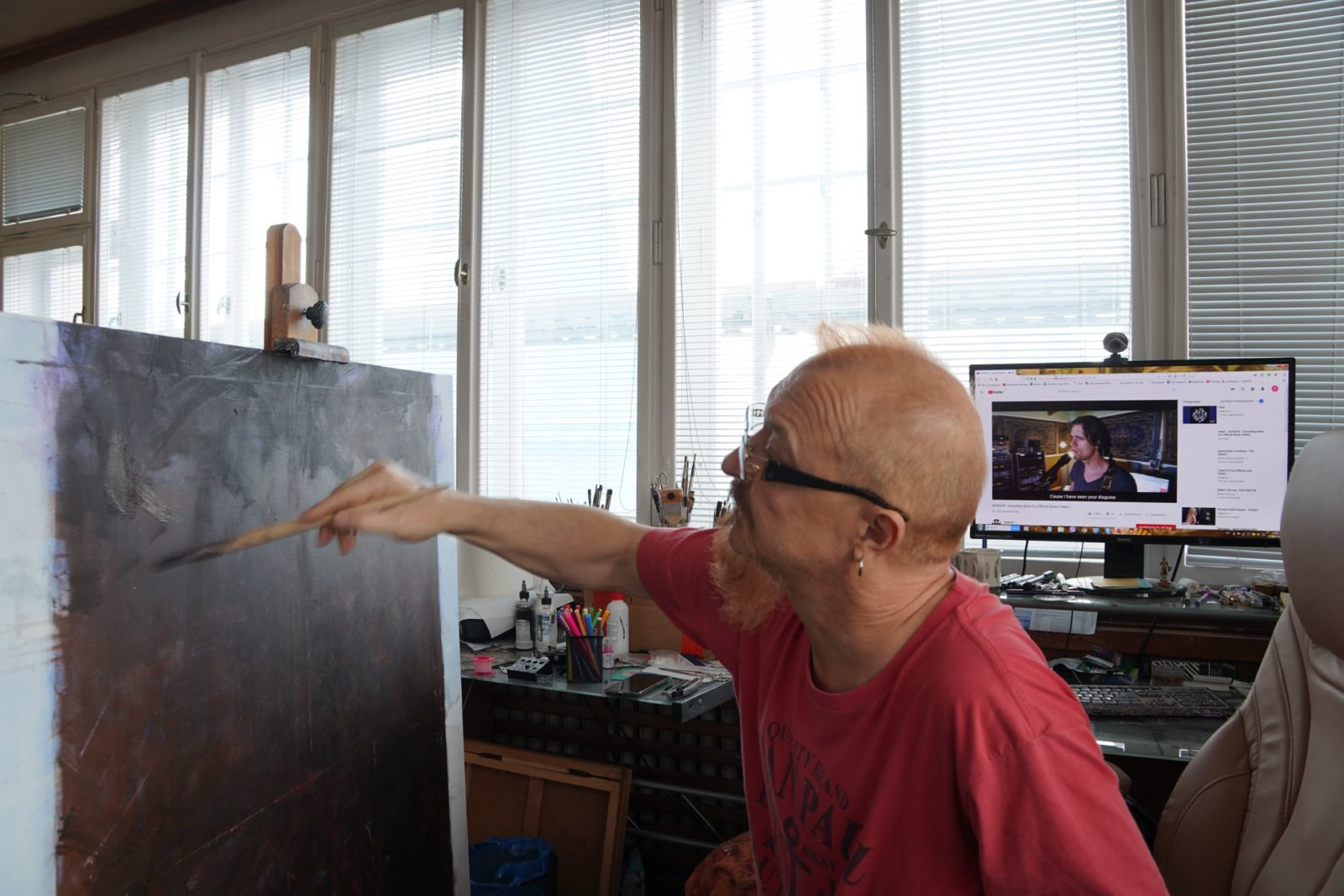 Igor Shulman is painting