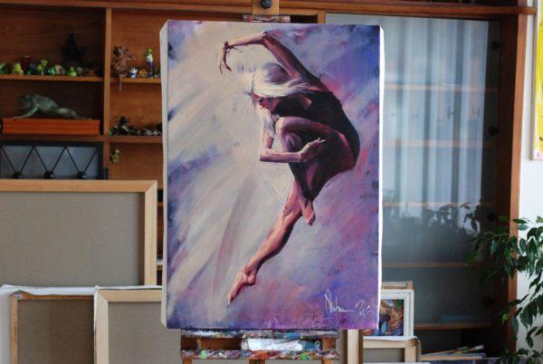 Familiar Ballerina